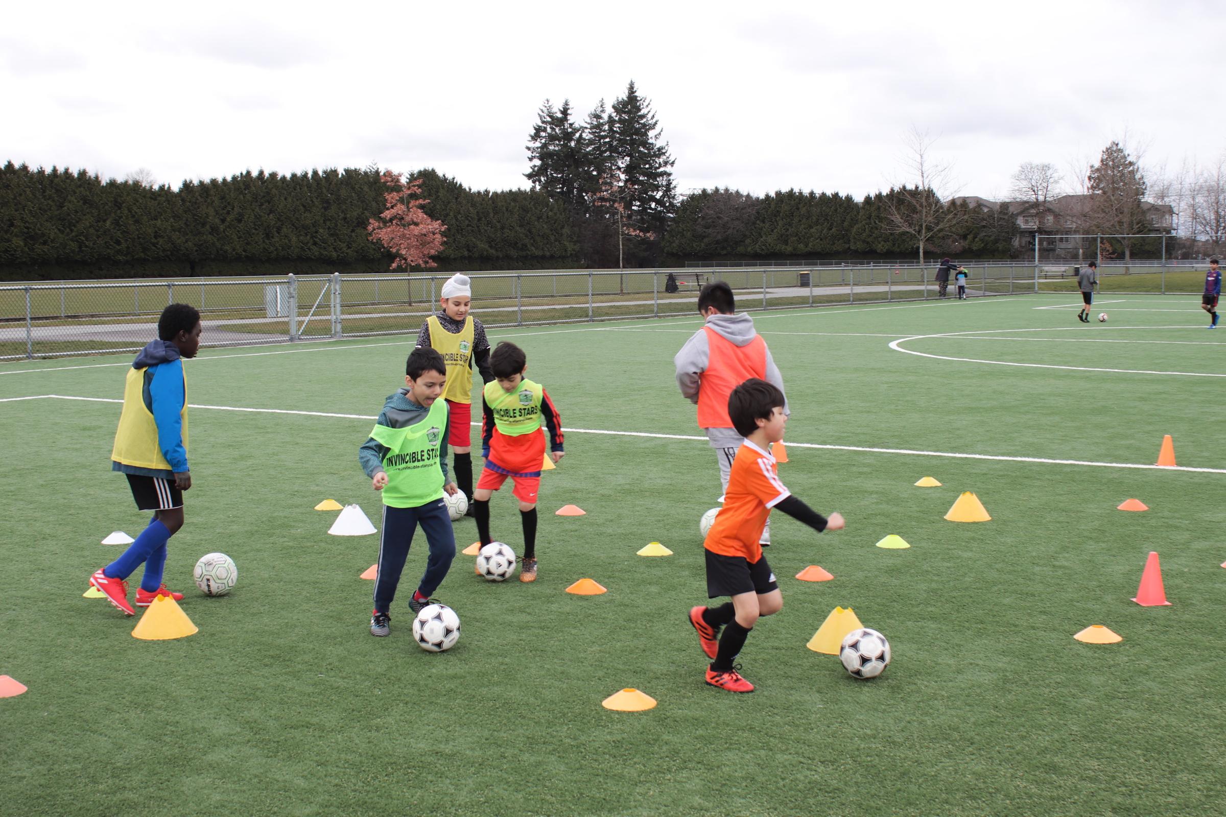 Kids kneeling in Soccer